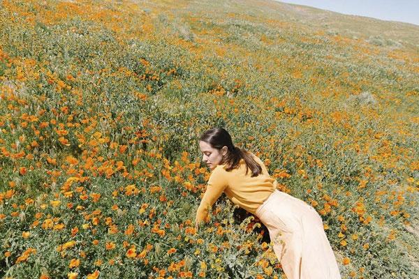 清新自然的呼吸感 荒漠中的柔美少女