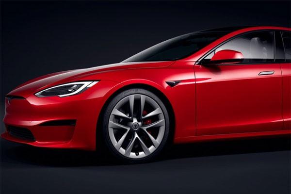 特斯拉Model S图赏:内饰采用新触摸屏和跑车方向盘