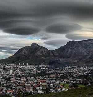 南非上空现飞碟云:曾被误认UFO