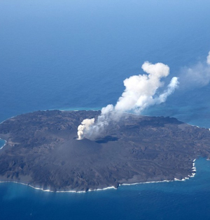 火山岛2年扩12倍:与附近岛屿一体