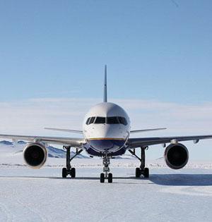 商用客机首次降落南极蓝冰跑道