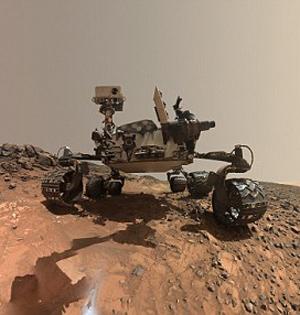 好奇号火星玩自拍:布满沙丘尘埃