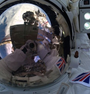首位英国宇航员出舱任务被迫中断