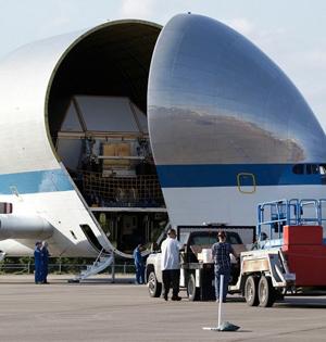 NASA运输机成功运送航天飞船组件
