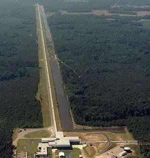 引力波观测:精密仪器探测轻微振动