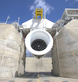 波音测试世界最大飞机引擎