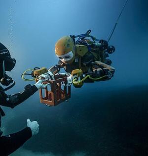类人型机器人作人类替身探索大海