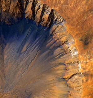 NASA观测火星:地表崎岖色彩丰富