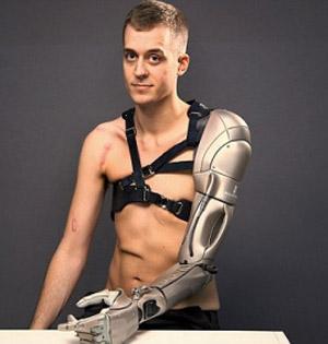 仿生机械手臂有USB还能手机充电