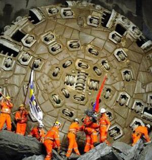 世界最长火车隧道瑞士正式开放
