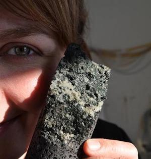 二氧化碳注入岩层变成石头封存