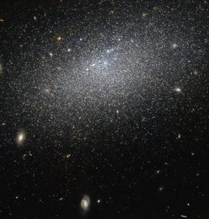 哈勃望远镜捕捉遥远星系美景