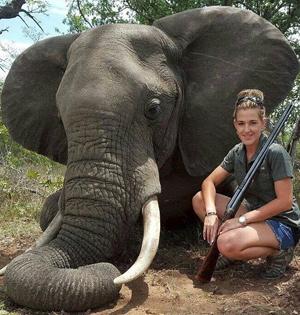 女猎手晒猎杀动物合照遭谴责