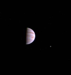 朱诺号传回进入木星轨道首张照片