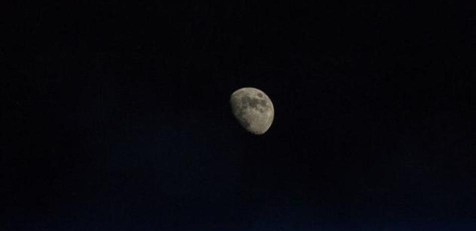 如果月球消失地球会变怎样?潮汐不见冲浪成为奢望