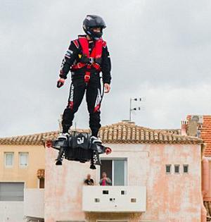 喷气动力悬浮滑板:最高能飞50米