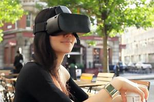 好玩!全球首款面部追踪技术的VR设备