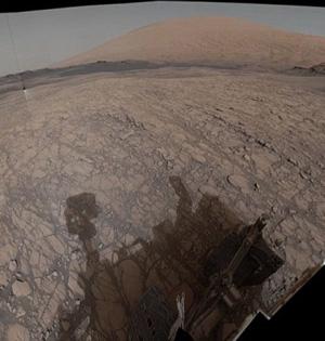 好奇号拍全景图像展示火星环境