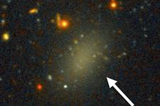 """3.3亿光年外发现神秘""""幽灵""""星系:99.99%由暗物质组成"""