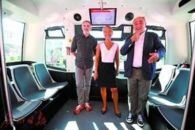 法国电动无人驾驶公交车首秀 载客量仅12人