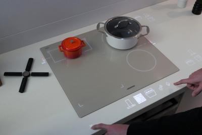 黑科技满满的无明火灶台:未来厨房就长这样?