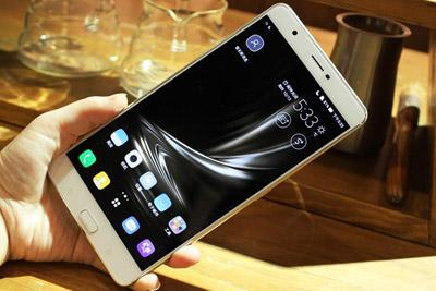 巨屏影音神器 华硕ZenFone 3手机评测