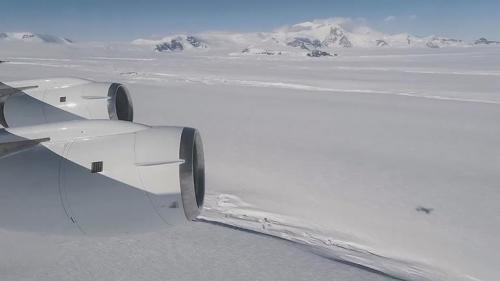 研究报告称南极洲冰河消融速度快 7年缩减0.5公里