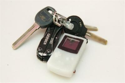 只有钥匙般大小!DIY大神自制袖珍游戏机Game Boy