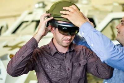 还在玩VR战争游戏?HoloLens已准备开进战场了
