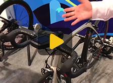 乐视展示智能自行车
