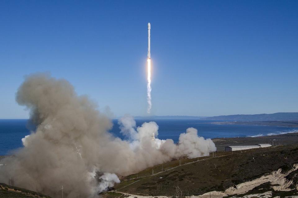 SpaceX又在海上成功地回收 意外爆炸的那篇可以翻过去了