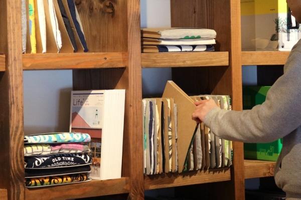 书架竟能变衣柜 超实用创意T恤衫收纳盒