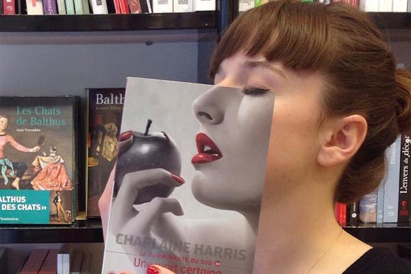 下一秒你就是封面模特 书店中的创意对脸摄影
