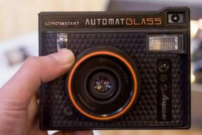 这是LOMO最新产品 也是首款配备广角玻璃镜头的相机