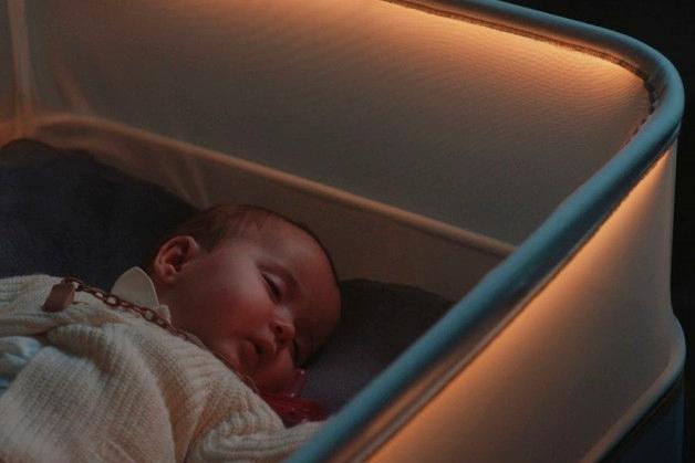 不务正业 福特模拟车内环境造了张婴儿床