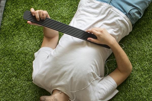 这根像烧火棍一样的东西 居然是把吉他