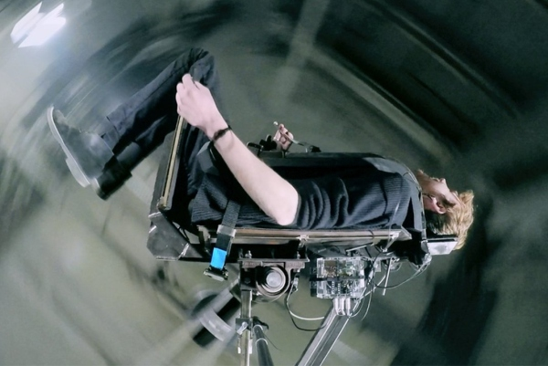 心跳加速超快感 技术宅打造了一款室内过山车