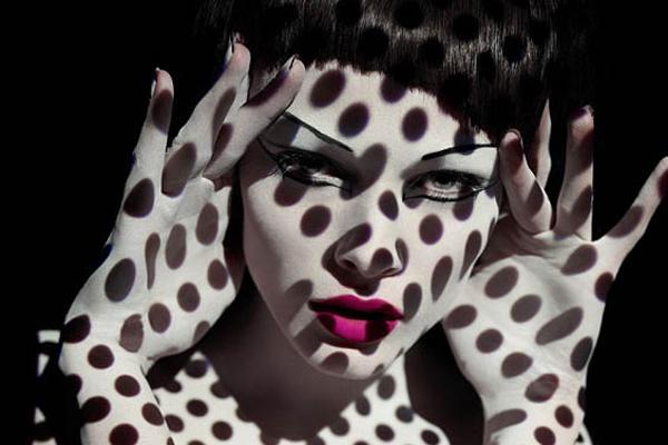 借助光影对人体造型 拍摄抽象人像视觉大片