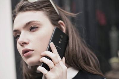 经典重现 盘点那些黑配色的热门手机