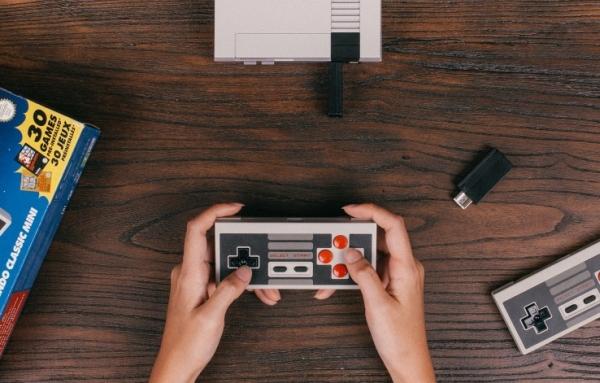 动手达人把面包机改装成NES