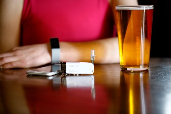 DrnkPay:酒你随便喝 醉了乱花一分钱算我输