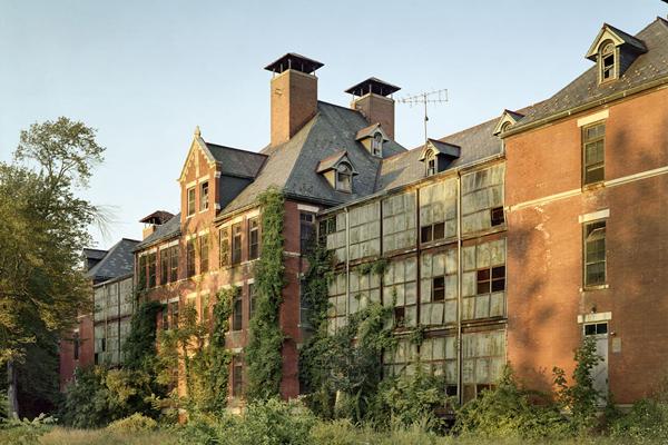 探秘30余美国废弃精神病院 拍摄触目惊心的残破