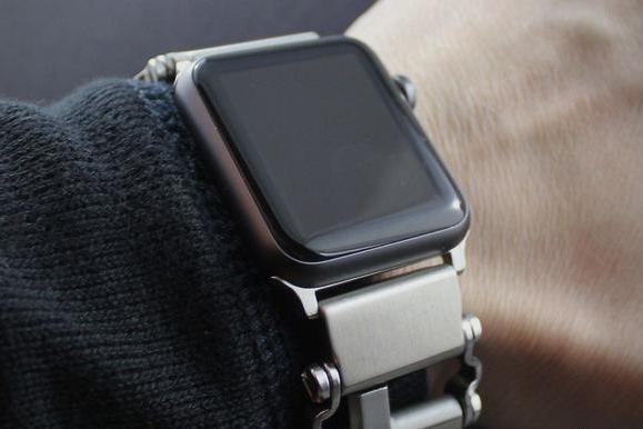 让多功能手环和苹果手表合二为一 它做到了