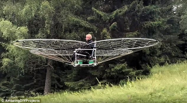 """瑞典工程师开发""""飞毯""""单人飞行器:耗资1万美元造型奇特"""