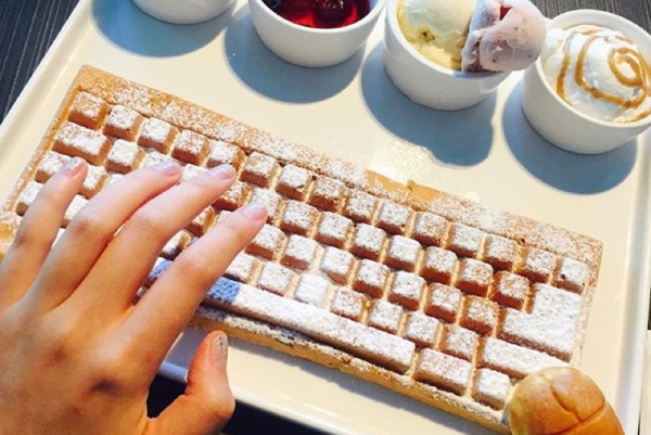 有了这个华夫饼神器 从此可以直播吃键盘了