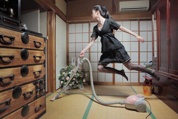 地球上消失的重力 悬浮于空中的女摄影师