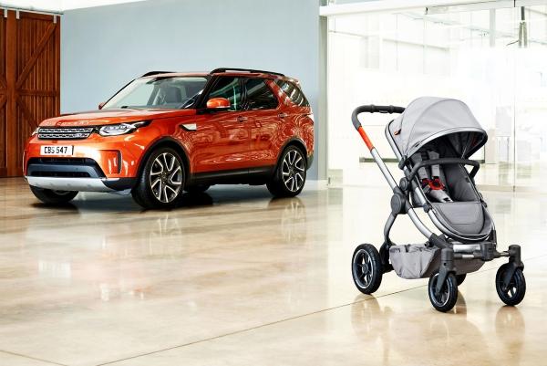 """路虎展示""""全地形""""婴儿车 售价约合1.3万元"""