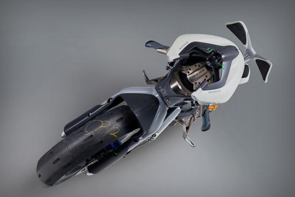 雅马哈超未来摩托车真是太有型 名字还有点眼熟