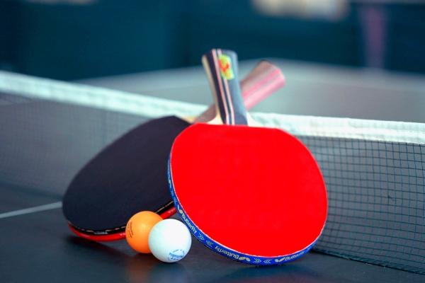打球何必找场地?它能把普通桌子变成乒乓球桌