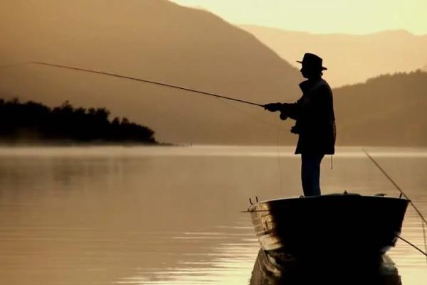 号称地球上最聪明的钓鱼杆 还用上了无人机技术